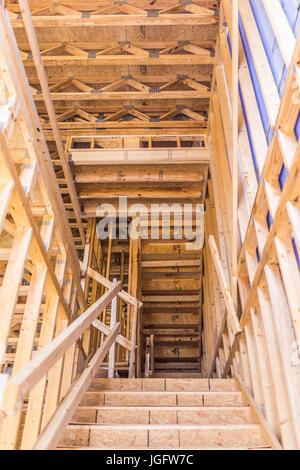 Fairfax, USA - 20. Januar 2017: Bau des neuen moderne Stadthäuser mit Treppe auf Mount Weinbergsbesitz Pulte Gruppe - Stockfoto