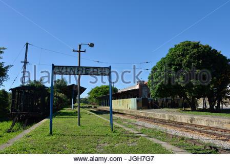 Die verbrannten Wagen und den Bahnhof war die Hauptlinie der Cia Paulista Railway (1872-1971) und (1971-1998), FEPASA - Stockfoto