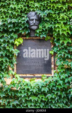Büste von Alfons Mucha im Haus wo er lebte, Mikulov, Süd-Mähren, Tschechische Republik, Europa - Stockfoto