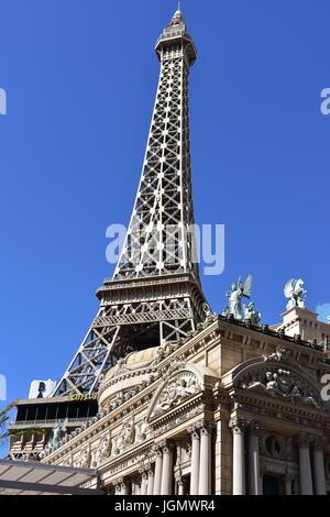 Las Vegas, Nevada - USA - Juni 05,2017 - Eiffel-Turm an der Vorderseite des Casinos - Stockfoto