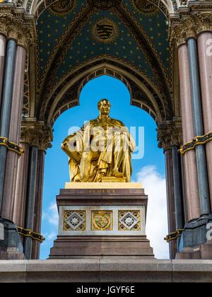 Das Albert Memorial, Kensington Gardens, London, England, UK, GB. - Stockfoto
