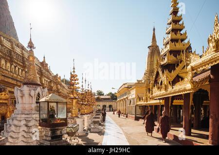 Shwezigon Pagode, Nyaung-U, in der Nähe von Bagan (Pagan), Mandalay Region, Myanmar (Burma), Asien - Stockfoto