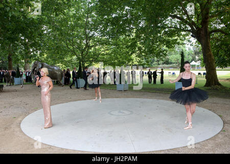 London, 12. Juni 2017. Grand Prix Ball, Prominente, Autos und Fahrer im Hurlingham Club. Expo-Foto/Alamy Live-Nachrichten - Stockfoto