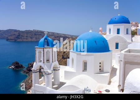 Orthodoxe Kirche im Dorf Oia, Santorini, Kykladen, Griechenland - Stockfoto