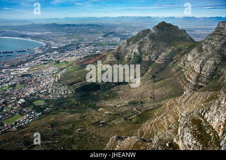 Table Mountain, Blick auf Kapstadt mit Löwenkopf, Western Cape, Südafrika - Stockfoto