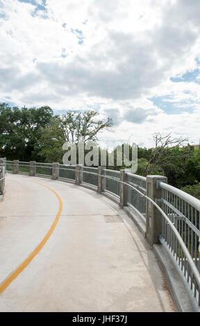 Wandern Sie und Radfahren Sie Brücke über Barton Creek Greenbelt Schlucht in Austin Texas USA - Stockfoto