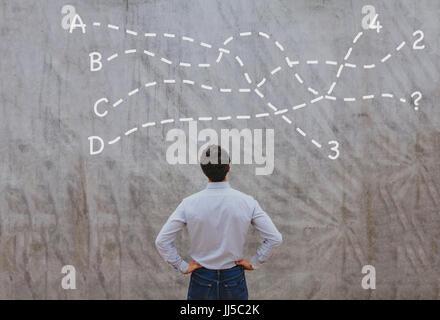 Lösung oder Abschluss Konzept, nachdenklich Geschäftsmann Entscheidung darüber nachzudenken - Stockfoto