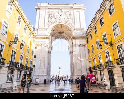 Lissabon, PORTUGAL - 13. Juni 2017: Die Rua Augusta Arch, ein triumphal Bogen-Like, historische Gebäude in Lissabon, - Stockfoto