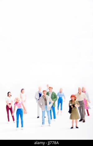 Minifigürchen von Frauen und Männer, die als Konzept für die Belegschaft, soziale Medien, Soziologie - Stockfoto