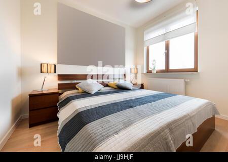 ... Moderne Schlafzimmer In Beige Finishing Und Holzboden   Stockfoto