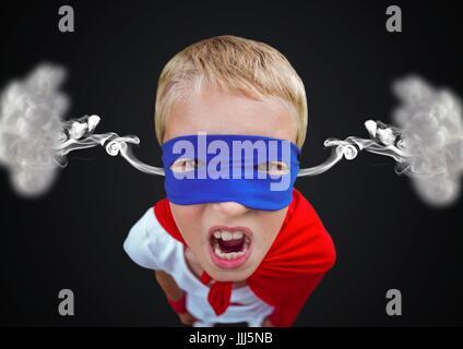 Wut-junge gekleidet wie Superheld mit Dampf auf die Ohren. Schwarzem Hintergrund - Stockfoto