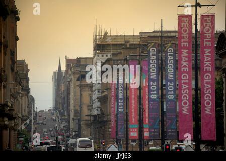 Die Leute machen Glasgow Glasgow 2018 Banner George Square Heavy Traffic smog Abgas aura - Stockfoto