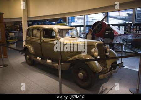 USA, California, San Diego, Balboa Park, San Diego Air & Space Museum, Ford V8 in die Outlaws Bonnie und Clyde erschossen - Stockfoto