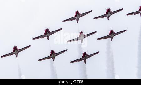 Die CF-Snowbirds (Royal Canadian Air Force) flypast über Ottawa, der Hauptstadt Kanadas, am Canada Day - Stockfoto