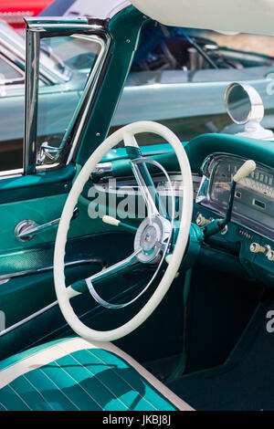 USA, Massachusetts, Gloucester, Antique Car Show, 1959 Ford Fairline Cabrio, Innenraum - Stockfoto