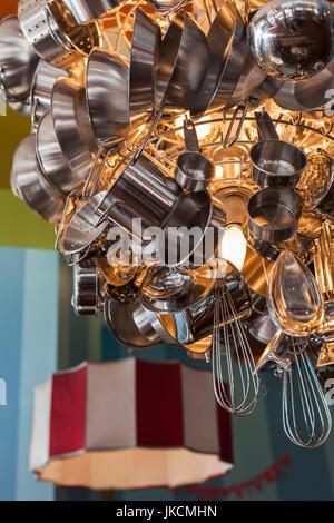 USA, North Carolina, Charlotte, Töpfe und Pfannen Kunst im Innenstadt-café - Stockfoto