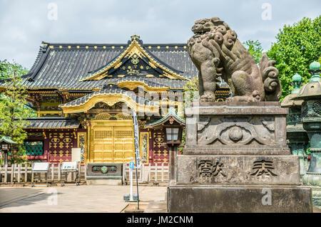 Jinja geschichtliches im Ueno-Park, Tokio, Japan, wurde erbaut und im Jahre 1627 gewidmet dem Andenken von Tokugawa - Stockfoto