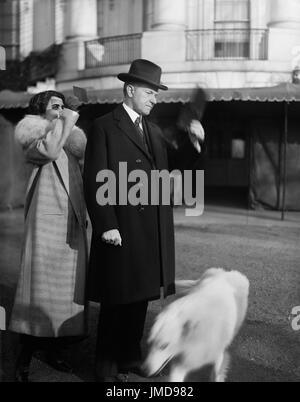 US-Präsident Calvin Coolidge und First Lady Grace Coolidge anzeigen Sonnenfinsternis vom weißen Haus Rasen, Washington - Stockfoto