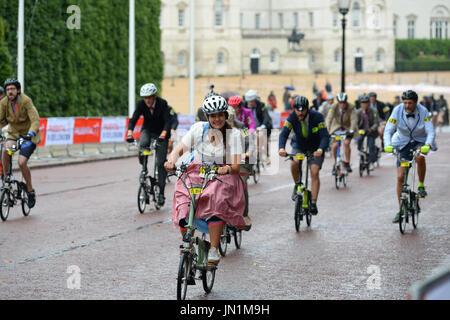Welt Naked Bike Ride in London Hyde Park mit Beginn