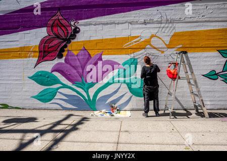 Vancouver, Kanada. 30. Juli 2017. Wandmaler an der Trommel ist Calling Festival, Kanada 150 Ereignis, Larwill Park, - Stockfoto
