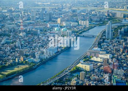 TOKYO, Japan - 13. Mai: Luftaufnahme von Tokyo Stadtbild von Tokio Skytree Turm - Stockfoto