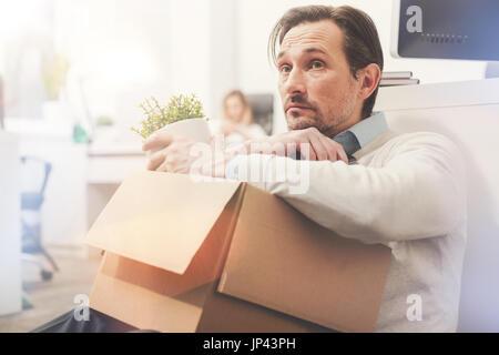 Traurig das letzte Mal im Büro suchen Mitarbeiter - Stockfoto