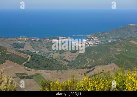 Küste Landschaft Port-Vendres Fischerhafen an der Küste des Mittelmeers, gesehen von den Höhen, Cote Vermeille, - Stockfoto