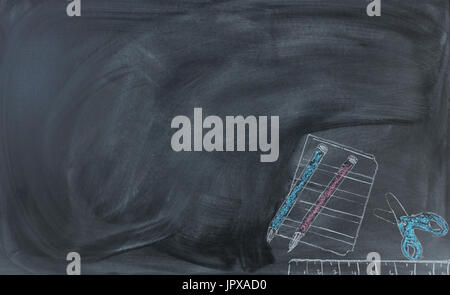 Zurück zum Schulkonzept mit gelöschten Tafel und von hand gezeichnete Lieferungen Stockfoto
