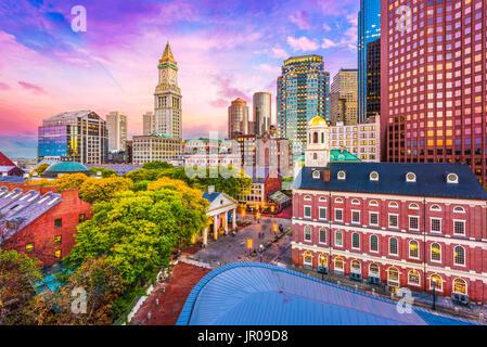 Boston, Massachusetts, USA historische Skyline in der Abenddämmerung. - Stockfoto