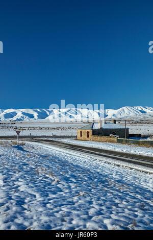 Historisches Landhaus aus Stein und Ida-Angebot im Winter, Hills Creek, Maniototo, Central Otago, Südinsel, Neuseeland - Stockfoto