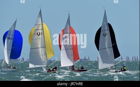 Cowes, UK. 4. August 2017. Lendy Cowes Woche Segeln alle Klassen Seaview Meerjungfrau Klasse Yachten Credit: Leo - Stockfoto