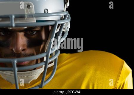 In der Nähe von American football player mit einer Kopfbedeckung - Stockfoto