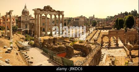 Römischen Kaiserforen Panorama in Rom, Italien - Stockfoto