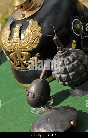 Maschinengewehrschützen mit runden Kugeln und Helme 2. Weltkrieg 1. Weltkrieg Dünkirchen d Tag Schlachten des Krieges - Stockfoto