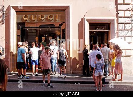 Ein Gucci-Shop Rom Stockfoto, Bild: 15243599 - Alamy