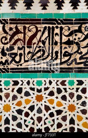 Die Madrasa Medersa Bou Inania oder Bu Inaniya. Souk Medina von Fes, Fes el Bali. Marokko, Maghreb Nordafrika Stockfoto