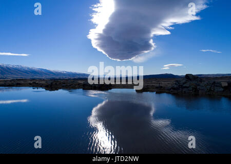 "Sutton Salt Lake &' Die taieri Pet"" (lenticular Bülow cloud), Sutton, nr Middlemarch, Strath Taieri, Otago, Südinsel, - Stockfoto"