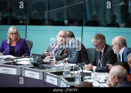 London, Großbritannien. 10 August, 2017. London Assembly Mitglieder Keith Prinz und Shaun Bailey unterhalten während - Stockfoto