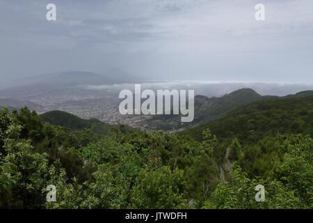 Eine Landschaft von Santa Cruz de Tenerife vom Mirador Cruz del Carmen Sicht - Stockfoto