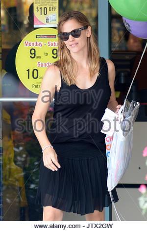 Jennifer Garner. Jennifer Garner nimmt Luftballons in Atlanta ...