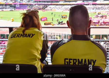 London, Großbritannien. 11. August 2017. Deutsche Fans sehen Sie den Hochsprung Qualifikation an der London Stadion, - Stockfoto
