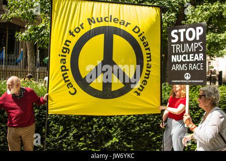 London, Großbritannien. 11 August, 2017. Anti-kriegs-Aktivisten aus der Stoppt den Krieg Koalition und CND versucht - Stockfoto
