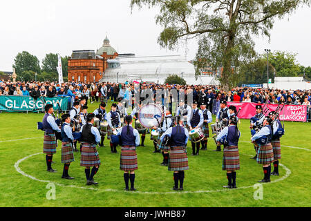 Glasgow, UK. 12 Aug, 2017. Es wurde geschätzt, dass mehr als 10.000 Zuschauer stellte sich dann heraus, dass der - Stockfoto