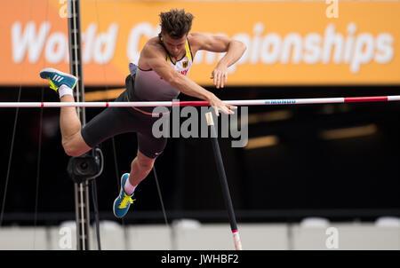 London, Großbritannien. 12 Aug, 2017. Deutsche Athleten Rico Freimuth konkurriert in der Men's Pole Vaulting decathlon - Stockfoto