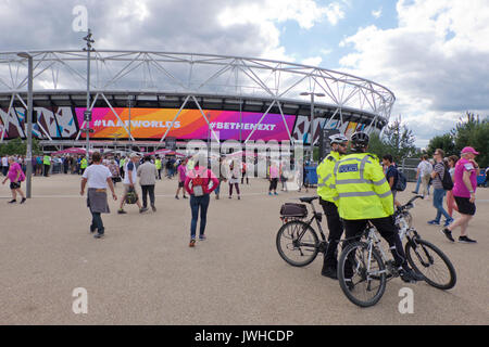 London, Großbritannien. 12 Aug, 2017. Die polizeiliche Präsenz für die Besucher der Welt Internationale Leichtathletik - Stockfoto
