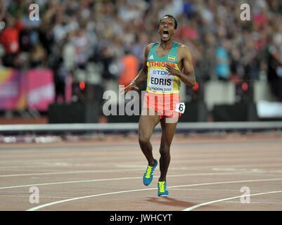 London, Großbritannien. 12 Aug, 2017. Muktar EDRIS (ETH) ist schockiert, als er die mens 5000 m-Finale gewinnt. - Stockfoto