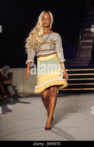 London, Großbritannien. 12 Aug, 2017. AFWL 2017, African Fashion Week London 2017, endgültige Zeigen eines zweitägigen - Stockfoto