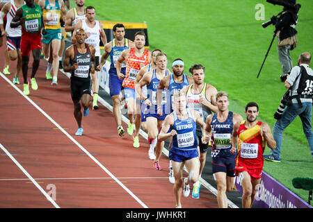 London, Großbritannien. 12 Aug, 2017. Die zehnkämpfer Stream durch während der 1500m am Tag neun der IAAF London - Stockfoto