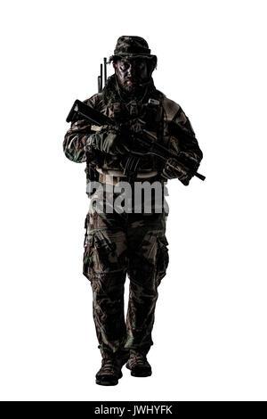 Special forces Usa im Tarnanzug Uniformen Studio gedreht. Halten sie Waffen tragen Jungle Hut, Halstuch Shemagh, - Stockfoto