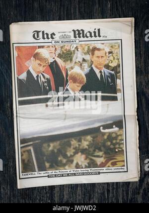 Britische Zeitung die Post am Sonntag die Berichterstattung der Beerdigung von Prinzessin Diana von September 1997. - Stockfoto